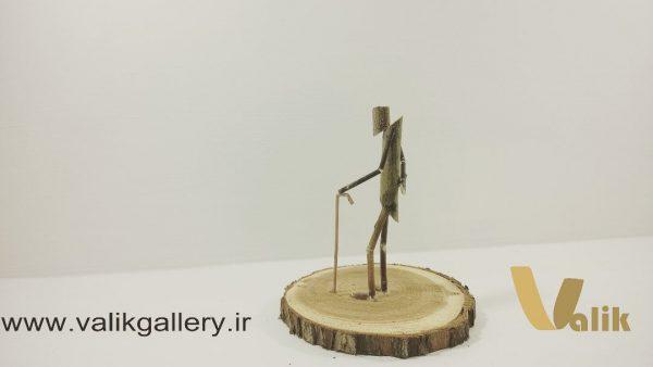 مجسمه دست ساز چوبی پیر مرد